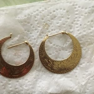 Jewelry - GOLD HOOP EARRING with design